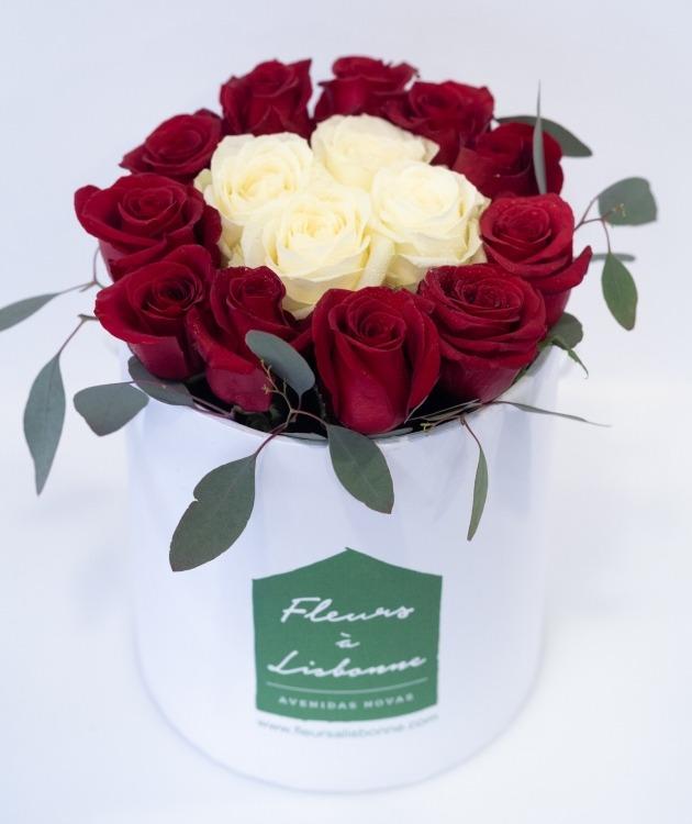 Fleurs à Lisbonne - Caixa Alta de Rosas Vermelhas e Brancas 3