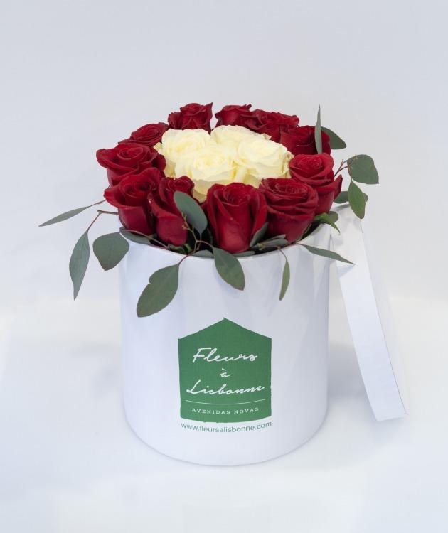 Fleurs à Lisbonne - Caixa Alta de Rosas Vermelhas e Brancas 1