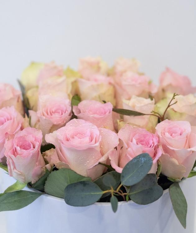Fleurs à Lisbonne - Caixa Alta de Rosas Cor de Rosa e Eucalipto 3