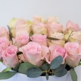 Fleurs à Lisbonne - Caixa Alta de Rosas Cor de Rosa e Eucalipto 3 Thumb