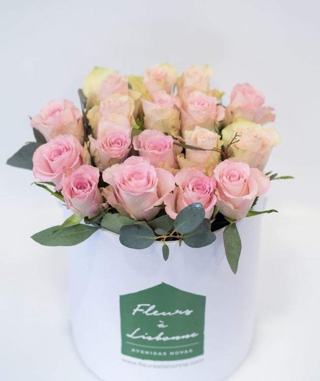 Fleurs à Lisbonne - Caixa Alta de Rosas Cor de Rosa e Eucalipto 2