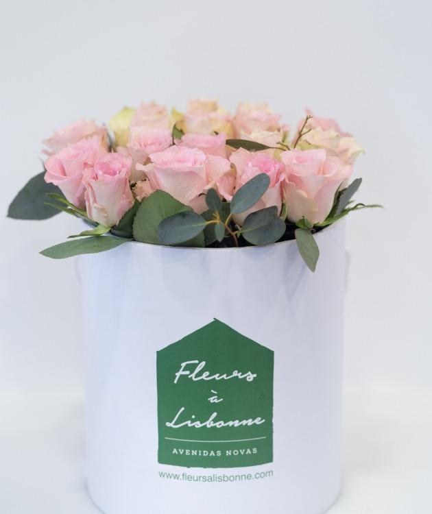 Fleurs à Lisbonne - Caixa Alta de Rosas Cor de Rosa e Eucalipto 4