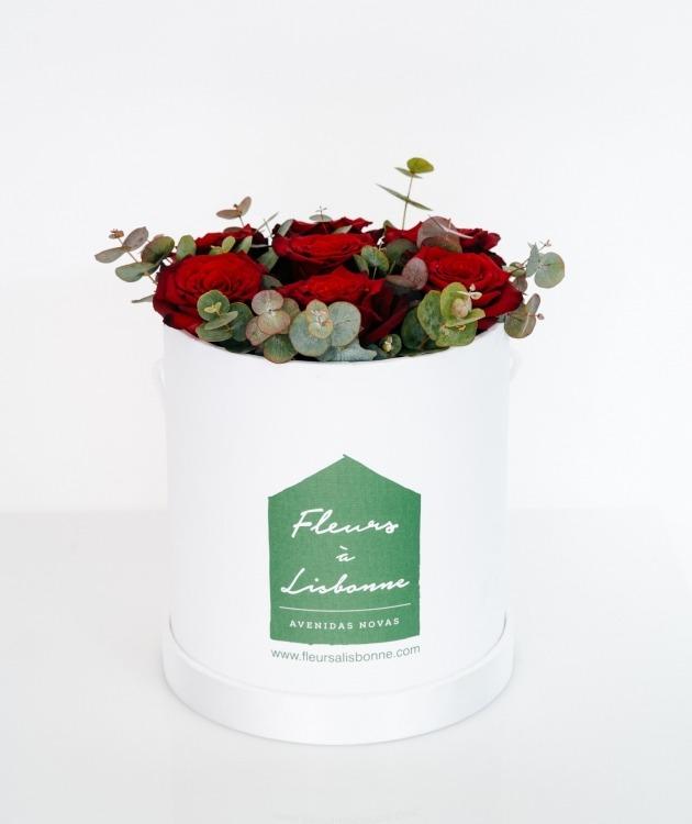 Fleurs à Lisbonne - Caixa Alta de Rosas Vermelhas e Eucalipto 1