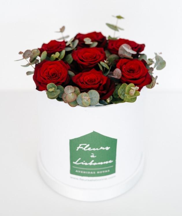 Fleurs à Lisbonne - Caixa Alta de Rosas Vermelhas e Eucalipto 2