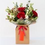 Fleurs à Lisbonne - Caixa de Rosas Vermelhas e Eucalipto 1 Thumb