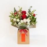 Fleurs à Lisbonne - Caixa de Rosas Vermelhas e Eucalipto 2 Thumb