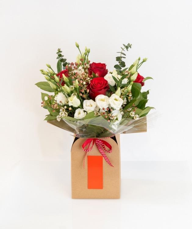 Fleurs à Lisbonne - Caixa de Rosas Vermelhas e Eucalipto 2