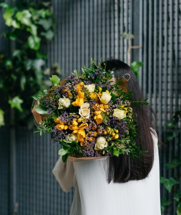Fleurs à Lisbonne - Ramo Campestre de Frésias Amarelas 3