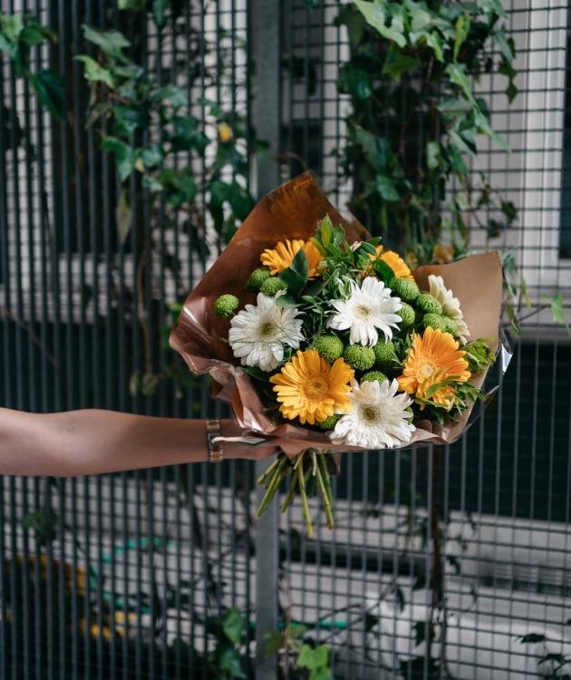 Fleurs à Lisbonne - Ramo de Gerberas Amarelas e Brancas 6