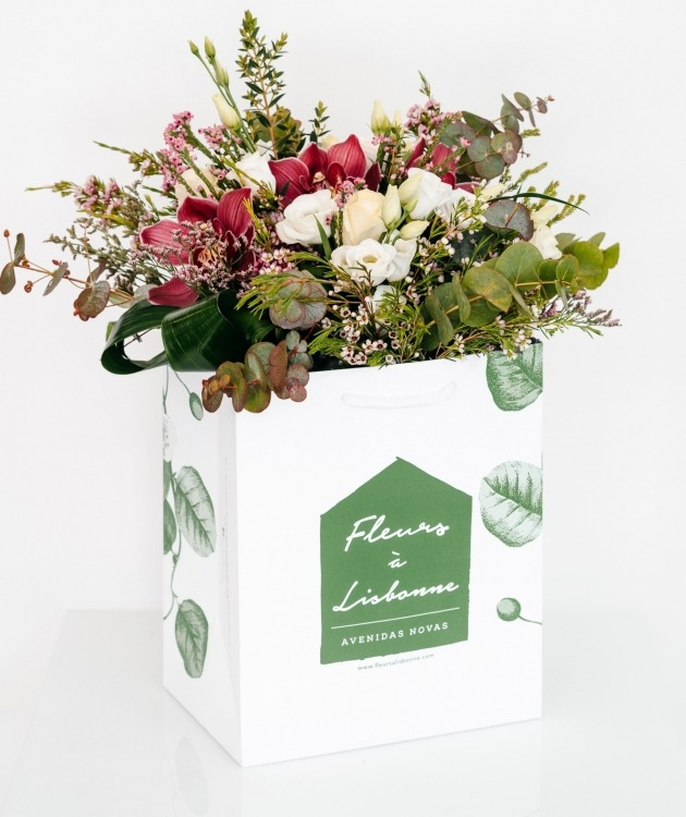 Fleurs à Lisbonne - Ramo de Orquídeas Cor de Rosa e Rosas Brancas 1