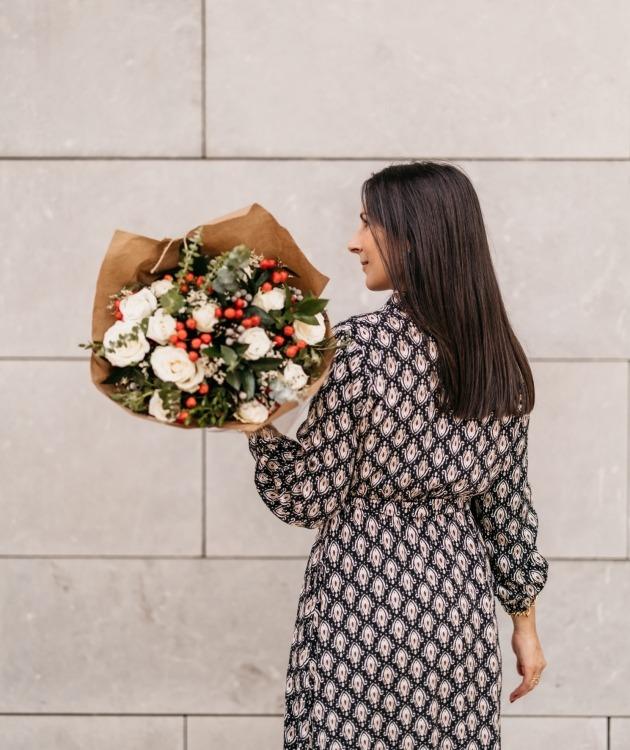 Fleurs à Lisbonne - Ramo de Rosas Brancas Campestre Premium 8