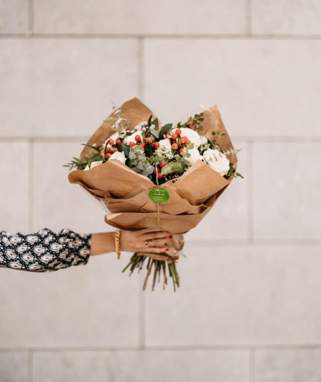Fleurs à Lisbonne - Ramo de Rosas Brancas Campestre Premium 5