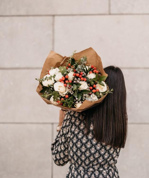 Fleurs à Lisbonne - Ramo de Rosas Brancas Campestre Premium 6