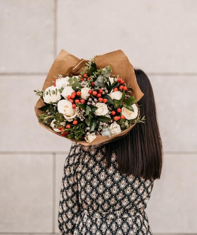 Fleurs à Lisbonne - Ramo de Rosas Brancas Campestre Premium 7