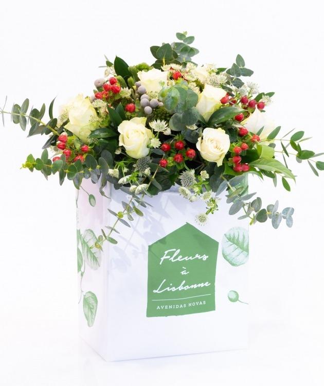 Fleurs à Lisbonne - Ramo de Rosas Brancas Campestre Premium 1