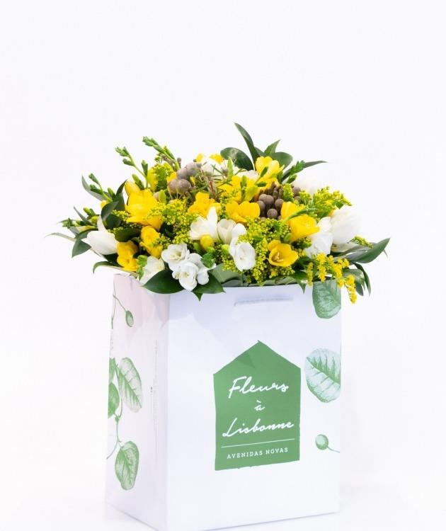 Fleurs à Lisbonne - Ramo de Frésias Amarelas e Brancas 1
