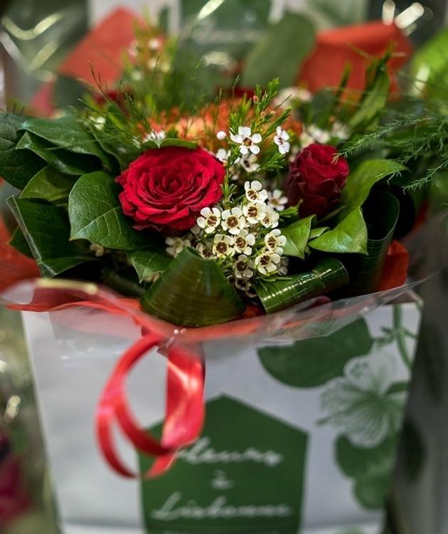 Fleurs à Lisbonne - Bouquet Rosas e Flor de Cera 1