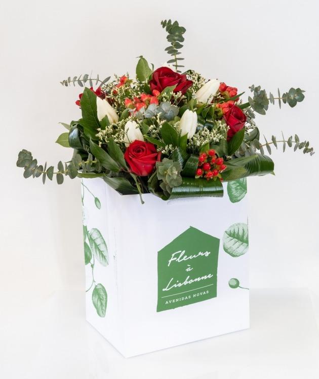 Fleurs à Lisbonne - Ramo de Rosas Vermelhas e Tulipas Brancas 1