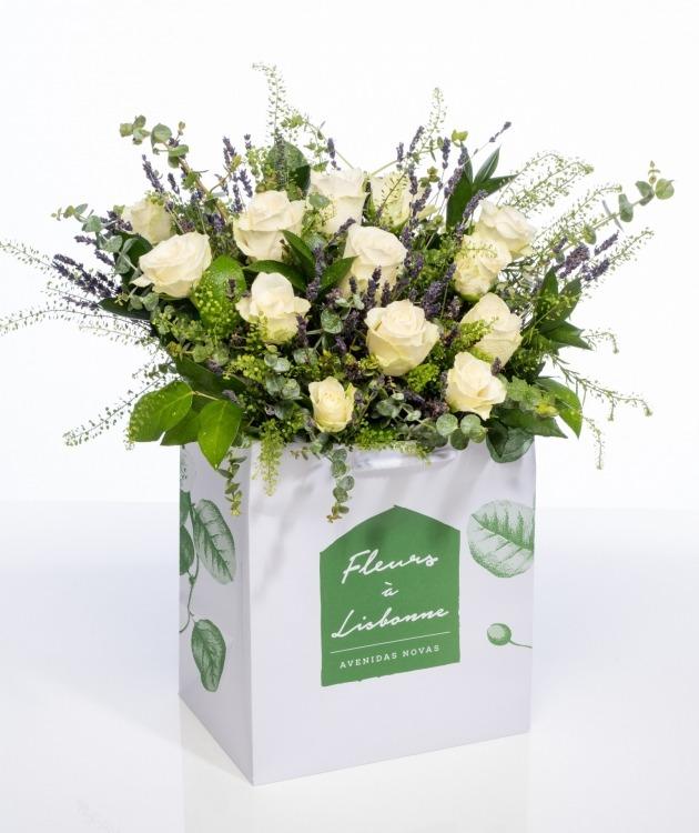Fleurs à Lisbonne - Ramo de flores campestre de Rosas Brancas 1