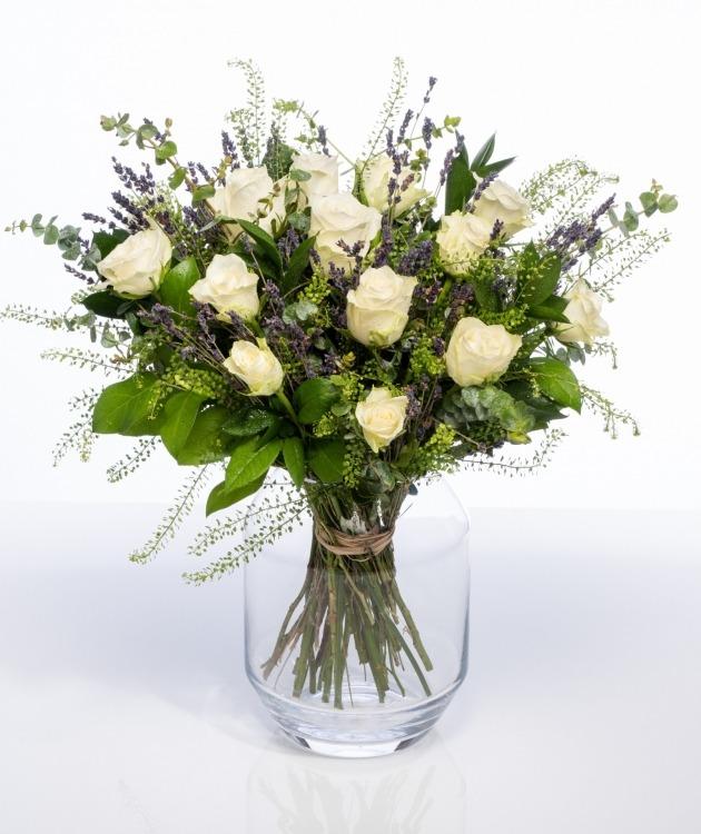 Fleurs à Lisbonne - Ramo de flores campestre de Rosas Brancas 2
