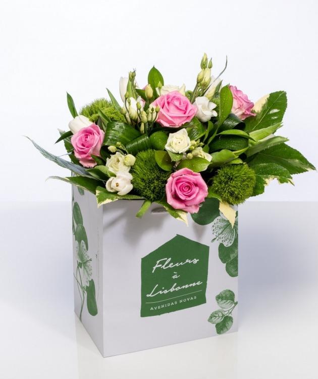 Fleurs à Lisbonne - Ramo de Rosas e Lisianthus brancos 1