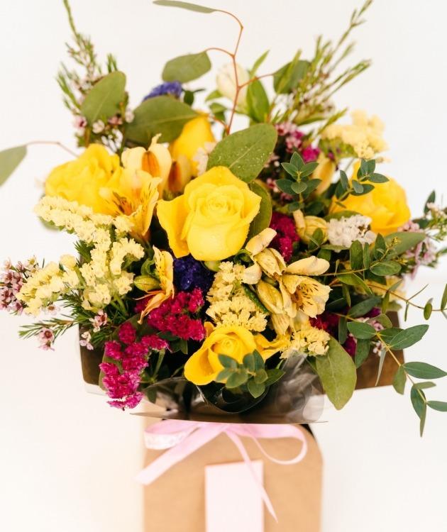 Fleurs à Lisbonne - Caixa de Rosas Amarelas Campestre 2