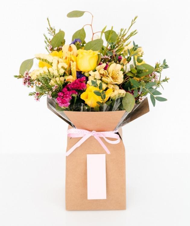 Fleurs à Lisbonne - Caixa de Rosas Amarelas Campestre 1