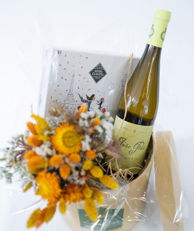 Fleurs à Lisbonne - Caixa com Ramo de Secos, Chocolates e Vinho Branco 3