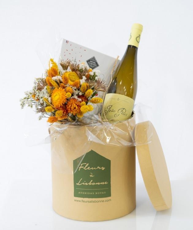 Fleurs à Lisbonne - Caixa com Ramo de Secos, Chocolates e Vinho Branco 1