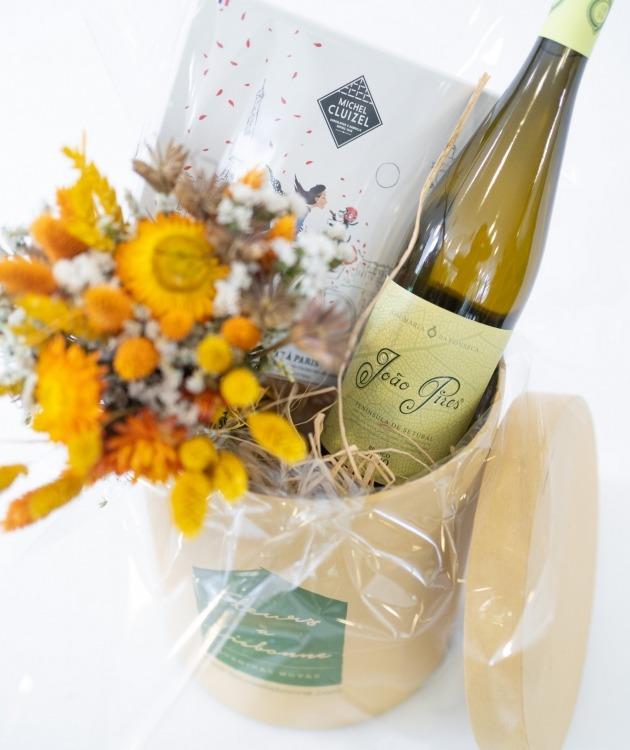 Fleurs à Lisbonne - Caixa com Ramo de Secos, Chocolates e Vinho Branco 4
