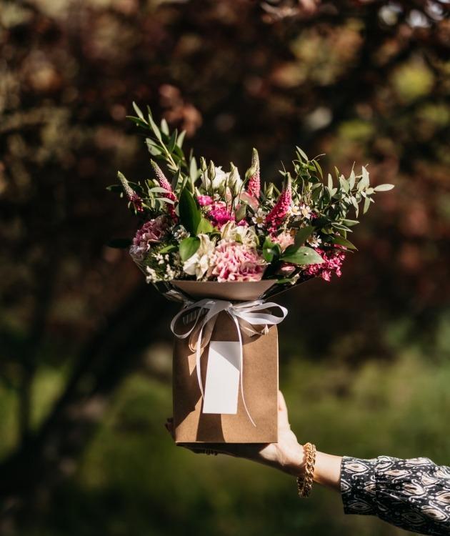 Fleurs à Lisbonne - Caixa com Arranjo de Flores Campestres 2